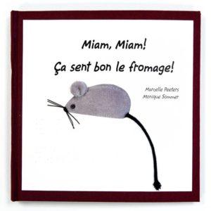 couverture du livre Miam, Miam ça sent le fromage. Présenté par la Belgique lors du concours Typhlo & Tactus en 2017.