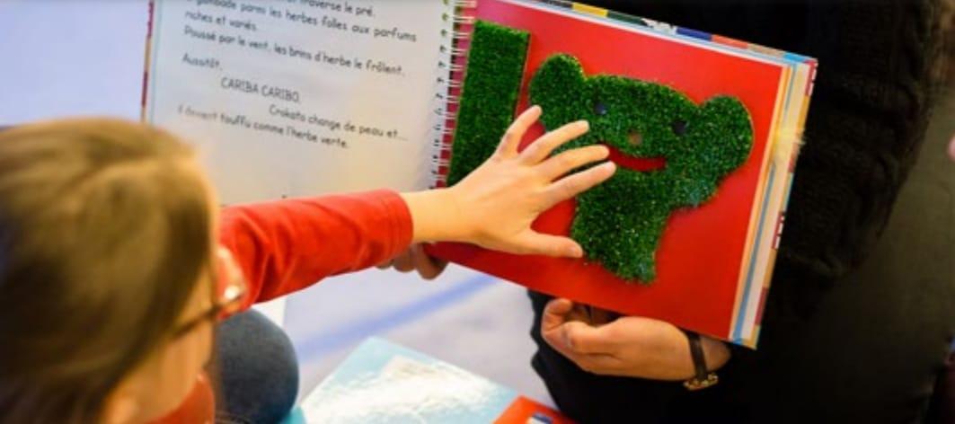 Les livres tactiles : une des spécialités de la bibliothèque d'Eqla.